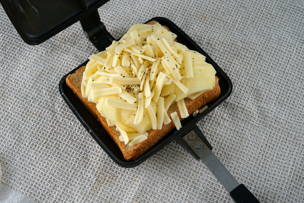 ホットサンド りんご チーズ バウルー