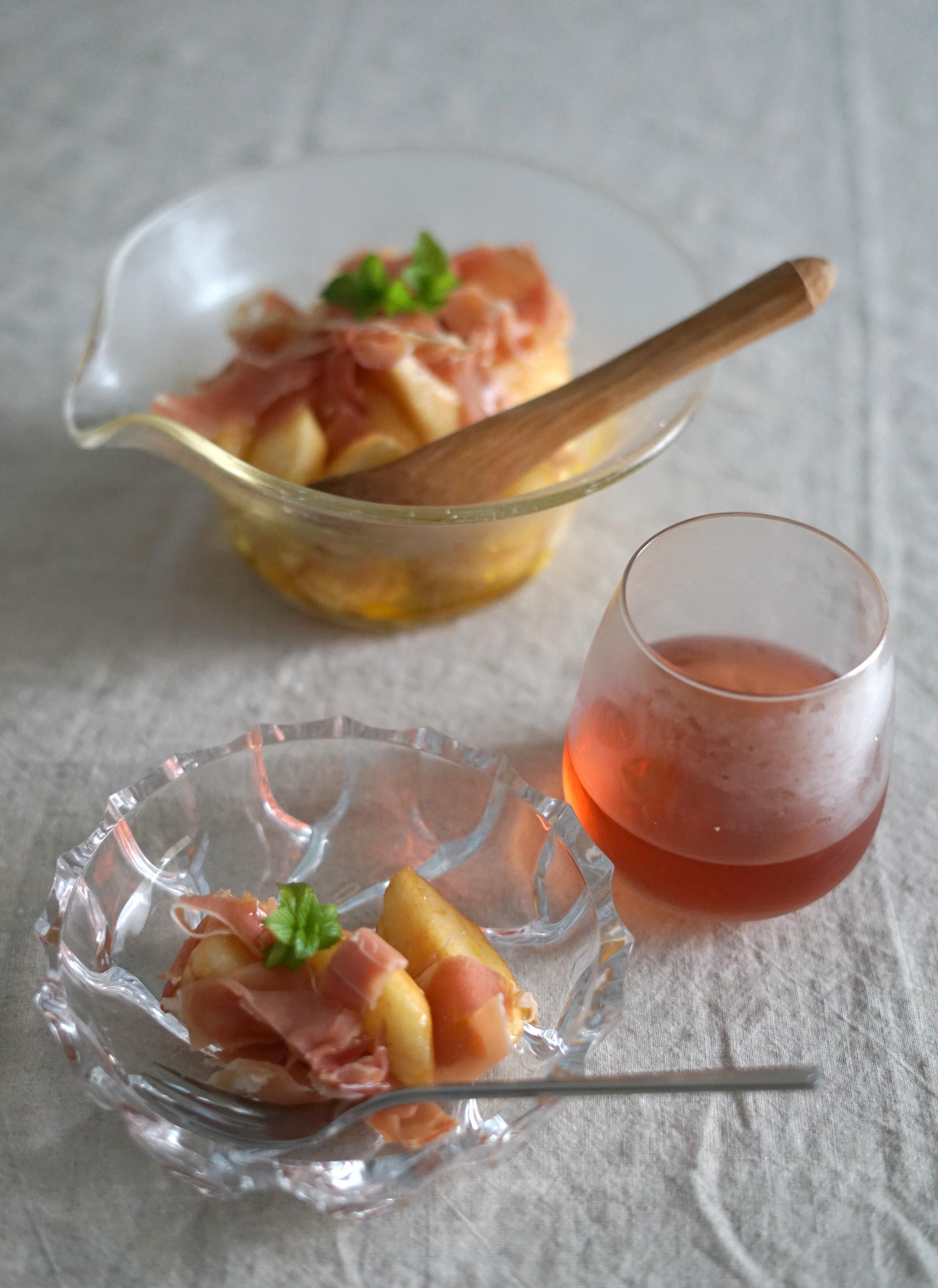 家飲み 桃のサラダ