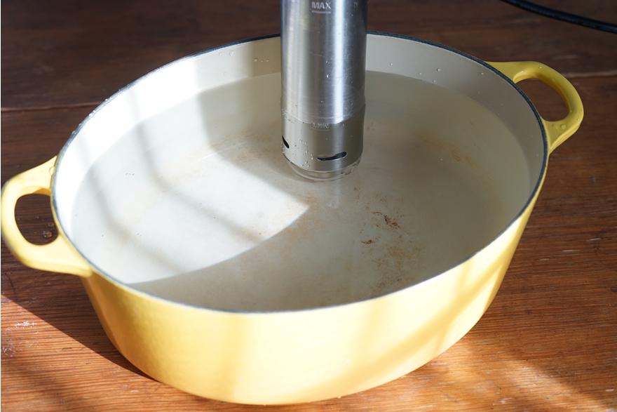 アイリスオーヤマ 低温調理器 鍋 深さ